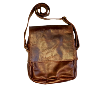 Men's leather carry bag with flap (Dark brown)